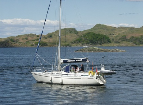 Midnight Mirage heading North from Crinan